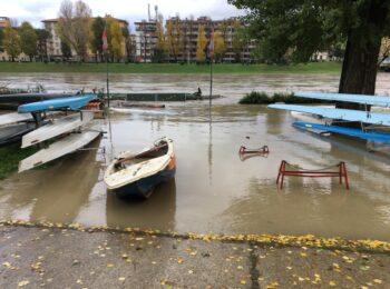 La piena dell'Arno alla Canottieri Comunali
